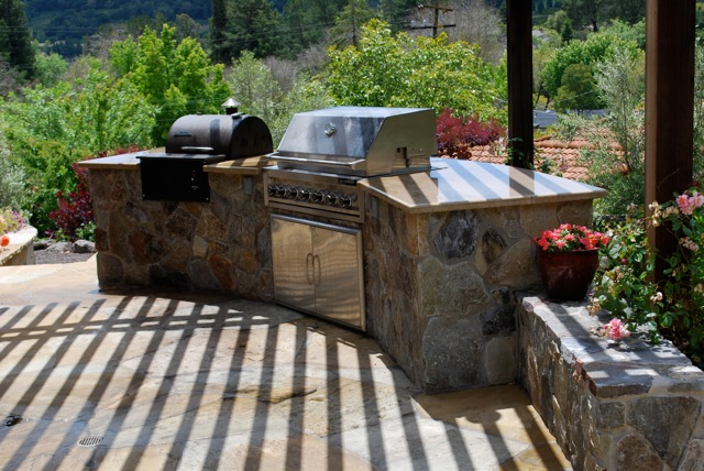 The perfect yard does it ever really exist elisa 39 s for Gasgrill outdoor kuche